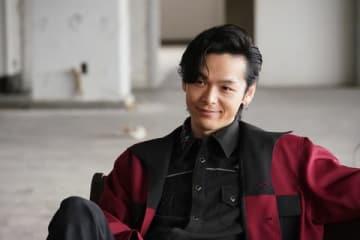連続ドラマ「今日から俺は!!」で中村倫也さんが演じる紅野のビジュアル=日本テレビ提供