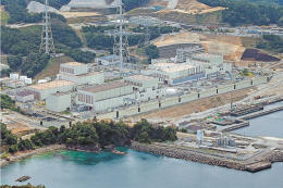 東北電が2号機の再稼働を目指す女川原発。並行して1号機の廃炉作業が始まる