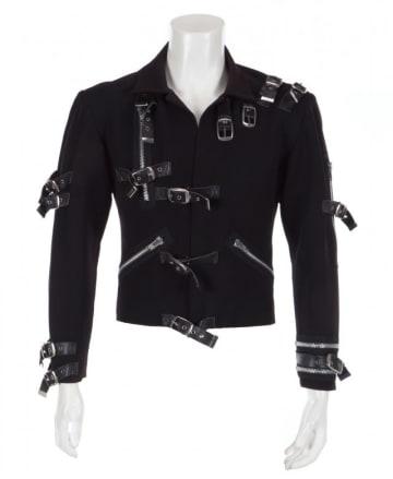 10月26日、マイケル・ジャクソンさんが初のソロツアー「BAD」で着用した黒いジャケットが、11月に競売に掛けられる。写真はジュリアンズ・オークションズが25日提供 - (2018年 ロイター)