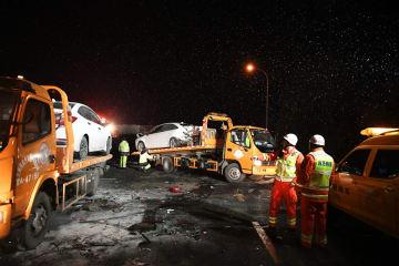 蘭海高速蘭州南料金所で交通事故、15人死亡44人負傷