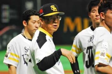 ソフトバンクは達川光男コーチら2コーチの退団を発表【写真:藤浦一都】