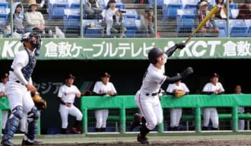 【米子東―広陵】三回、広陵2死一、二塁、児玉が右越えに2点三塁打を放ち、5―2とする。捕手長尾