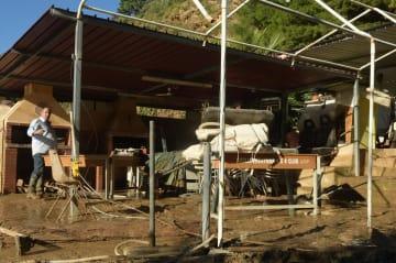 イタリア・シチリア島で、氾濫した川の水が直撃して9人が死亡した家屋=4日(AP=共同)