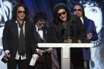 10月29日、米ロックバンド「KISS(キッス)」のメンバーらは、来年1月31日から「エンド・オブ・ザ・ロード」と銘打ったラストツアーを開始することを明らかにした。2014年4月、ニューヨークで開催されたロックの殿堂入り式典で撮影