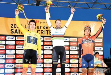 メインレースで優勝したアレハンドロ・バルベルデ選手(中央)と2位のゲラント・トーマス選手(左)と3位の新城幸也選手=4日午後、さいたま市大宮区