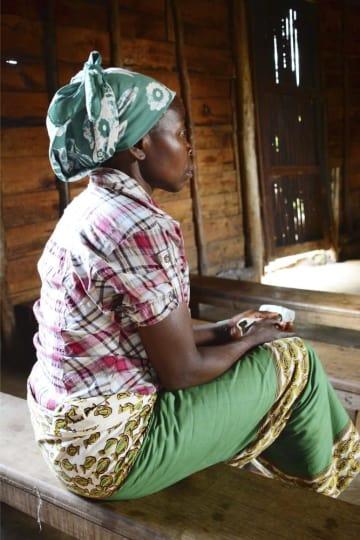 反政府勢力の民兵に暴行を受けた過去を打ち明けるノエルさん=10月9日、コンゴ・ブカブ郊外(共同)