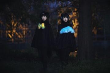 テレビアニメ「けものフレンズ2」のオーディションに合格した菅まどかさん(左)と八木ましろさんによるユニット「Gothic×Luck」 (C)KFP