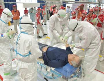 原子力事業所での事故を想定した日本赤十字社の救護訓練=水戸市見川町