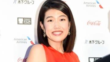 「第31回東京国際映画祭」のレッドカーペットイベントに登場した横澤夏子さん