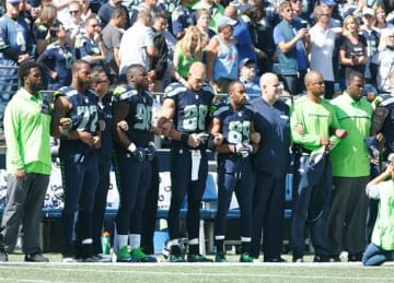 Seahawks, Dolphins Protest National Anthem in NFL Season Opener