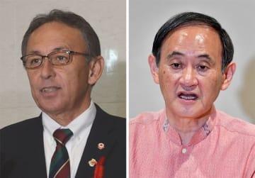 (左から)玉城デニー知事、菅義偉官房長官