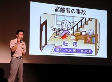 業務改善事例を発表する前川さん=長崎市築町、メルカつきまち