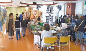 住民の力作が展示された幌別鉄南地区連の文化祭