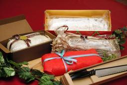 神戸でクリスマス前に食べる習慣が根付いているドイツの伝統菓子「シュトレン」=神戸市中央区加納町6、神戸市役所