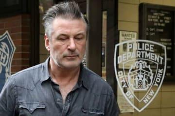 11月2日、米ニューヨークの警察は俳優のアレック・ボールドウィン(60)が駐車場所を巡る口論から相手を殴ったとして、軽犯罪および迷惑行為で逮捕・訴追されたと発表した - (2018年 ロイター/Andrew Kelly)