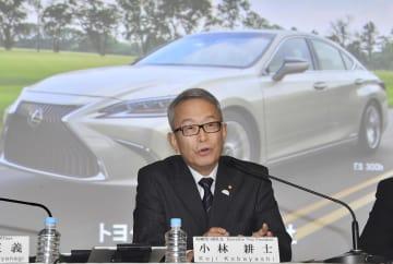 記者会見するトヨタ自動車の小林耕士副社長=6日午後、東京都文京区