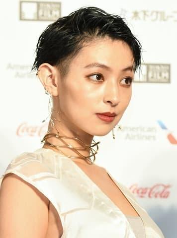「第31回東京国際映画祭」のレッドカーペットイベントに登場した日南響子さん
