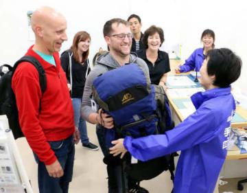 外国人観光客の利用が多い手荷物の一時預かり所(広島市南区のJR広島駅構内)