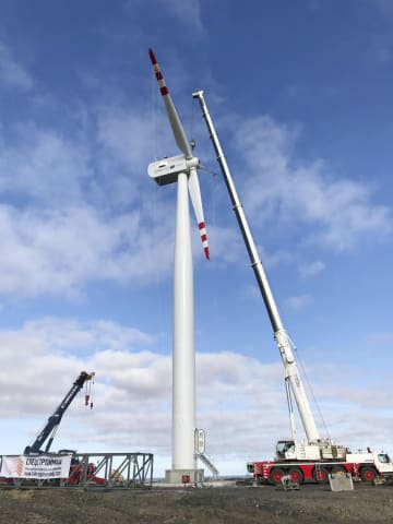 ロシア・サハ共和国ティクシに設置された日本製風車(NEDO提供・共同)