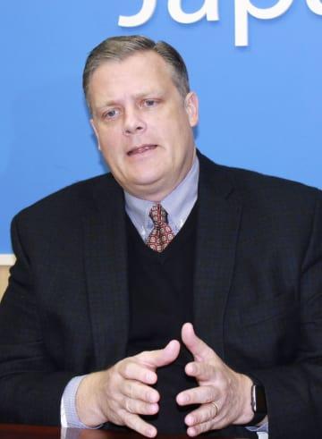 インタビューに答える米ウォルマート傘下の西友のミッチェル・スレープ最高経営責任者代行