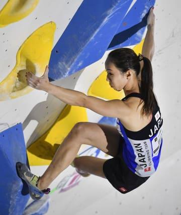 女子ボルダリング準決勝 1位で決勝に進んだ野口啓代=倉吉体育文化会館