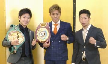 ボクシングのトリプル世界戦に臨むことが発表された(左から)拳四朗、伊藤雅雪、井上拓真=7日午後、東京都千代田区