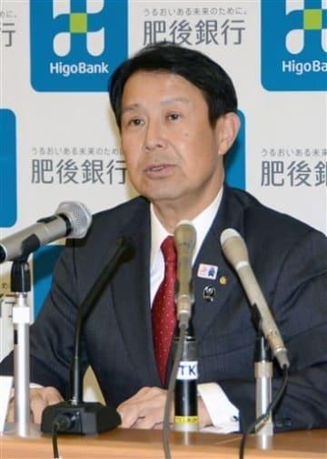 福岡での法人営業体制を強化していく考えを明らかにした肥後銀行の笠原慶久頭取=7日、熊本市中央区