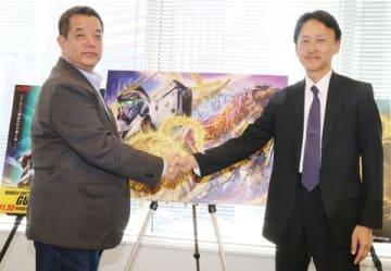 「ガンダム」シリーズを手がけるサンライズの宮河恭夫社長(左)と「ゴジラ」シリーズを手がける東宝の取締役でチーフ・ゴジラ・オフィサーの大田圭二さん
