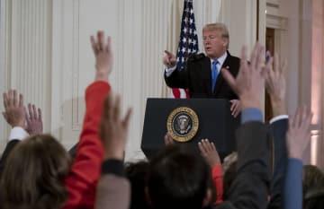 7日、米ホワイトハウスで記者会見するトランプ大統領(UPI=共同)