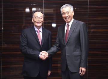王岐山副主席、シンガポールのリー·シェンロン首相と会見