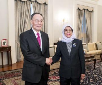 王岐山副主席、シンガポールのハリマ·ヤコブ大統領と会見
