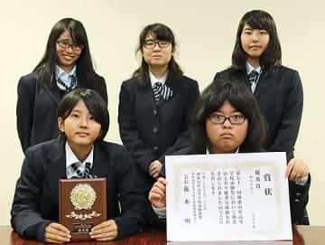 【優秀賞を受賞した串本古座高校演劇部】