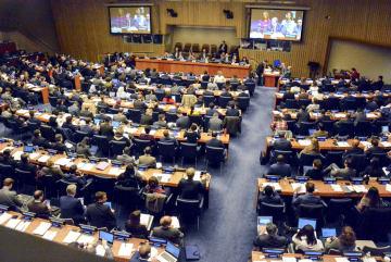 1日、日本の核兵器廃絶決議案を採択した国連総会第1委員会=ニューヨーク(共同)
