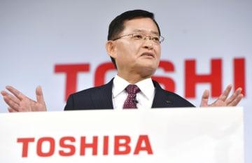 中期経営計画について記者会見する東芝の車谷暢昭会長兼CEO=8日午後、東京都内