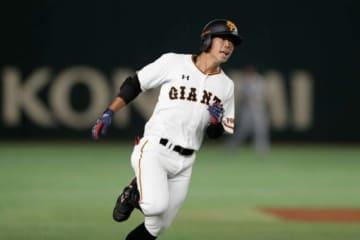 3点ランニング本塁打を放った巨人・松原聖弥【写真:Getty Images】