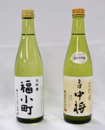 東北清酒鑑評会で最優秀賞に選ばれた、吟醸酒の「福小町」(左)と純米酒の「会津中将」=仙台市
