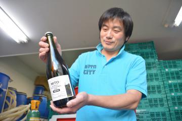 ドメーヌ水戸が解禁した2018年産赤ワイン=水戸市泉町