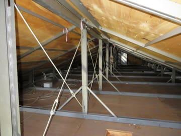 3月、施工不良が見つかったレオパレス21のアパートの屋根裏=岐阜市(LPオーナー会提供)