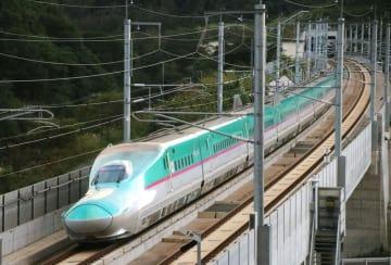 走行する北海道新幹線