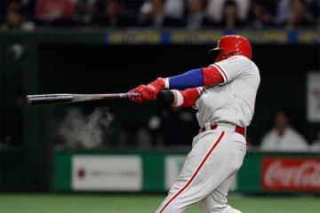 勝ち越し3点弾を放った、MLBオールスターチームのカルロス・サンタナ【写真:Getty Images】