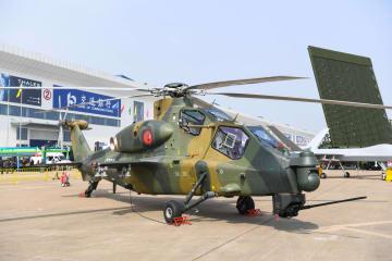 中国空軍機、国際航空航天博覧会で雄姿を披露