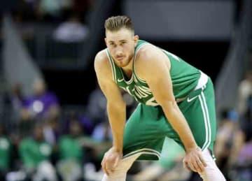 Gordon Hayward fractures ankle in Celtics' season opener