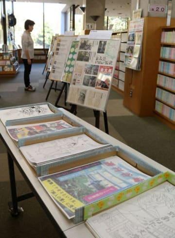 東海大生が作製したパネルやパンフレット=秦野市立図書館