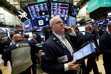 9日のニューヨーク証券取引所(ロイター=共同)