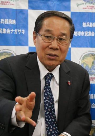 地球市民集会の意義を語る朝長委員長=長崎市役所