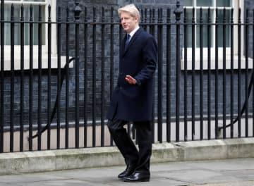英ロンドンの首相官邸を訪れたジョンソン運輸担当閣外相=1月(ロイター=共同)
