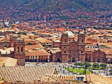 金の装飾で町が黄金色に輝いていたというインカ帝国の聖都クスコ。地震でスペインの街並みが崩壊する中、カミソリ1枚通さぬ石組は欠けることさえなかったという。