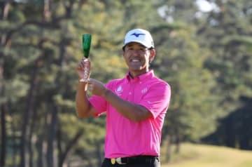 今季2勝目を挙げた鈴木(提供:日本プロゴルフ協会)