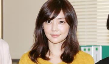 連続ドラマ「トクサツガガガ」の会見に役衣装で出席した倉科カナさん