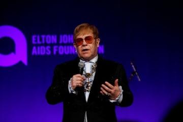 11月5日、米ニューヨークで、英歌手エルトン・ジョン(写真)のエイズ支援基金が毎年恒例のガラパーティーを開催した - (2018年 ロイター/Caitlin Ochs)